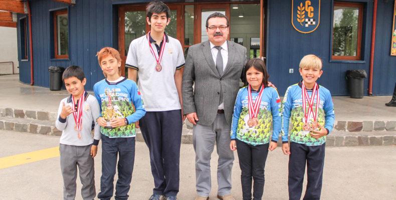 Alumnos de nuestro colegio se lucen en Latinoamericano de Bicicross